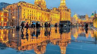 雨夜中上海外滩的迷?#35828;?#24433;