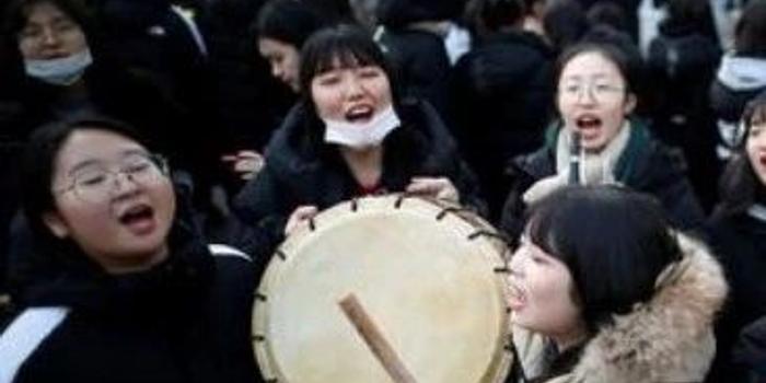 在韩国读高中要免费了,每户每年能省9000元人