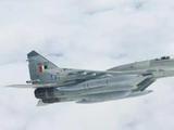 印度米格29坠毁,飞行员躺地不动,场面太日常!漫画开涮真有才