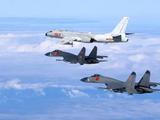 美军航母战斗群小心了,解放军轰炸机南海演习目标明确