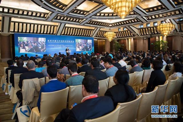 11月1日,改革开放与中国扶贫国际论坛开幕会在北京开幕。新华社记者 翟健岚 摄