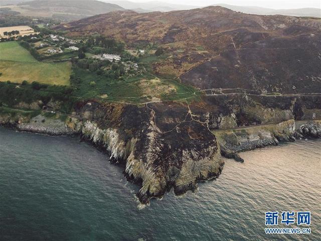 这是8月5日在爱尔兰首都都柏林以南约40公里的布雷小镇拍摄的一处二战遗迹(航拍照片)。