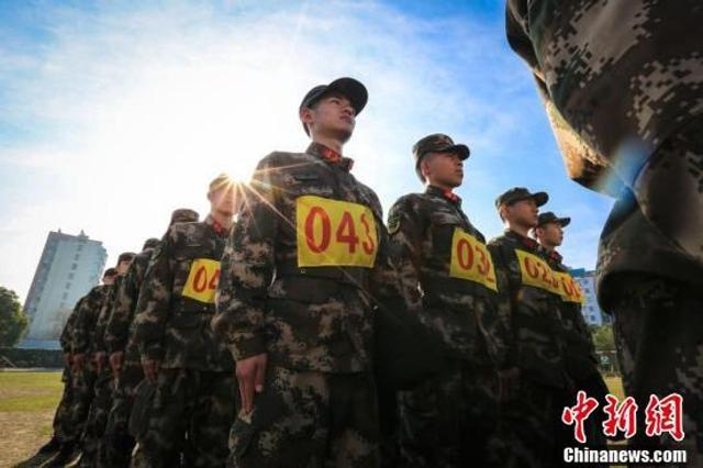 武警浙江总队宁波支队在全部队开展预备特战队员选拔考核。