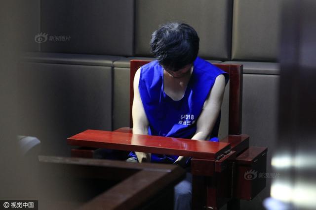 河南郑州市商城路分局案件侦办大队接到20多岁李女士报警:凌晨2点30分左右,她醒来发现有个男子在其床边走动,翻找东西,就以为该男子偷完东西就离开,便假装睡着。