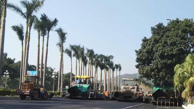 因为道路改造工作需要,从昨晚开始一直到11月9号,珠海市区有迎宾路、银桦路等两条主干道要半幅封闭施工。由于封闭时间长,施工期间交通通行能力急剧下降,周边的香洲、拱北、吉大、前山等片区势必受到较为严重的影响。