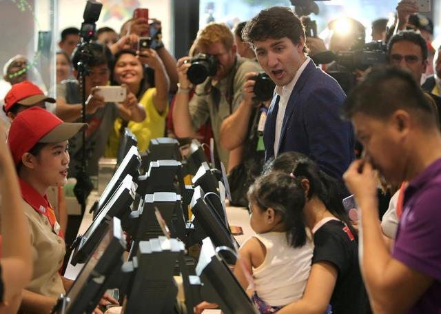 第31届东盟峰会及系列会议将于13日在菲律宾首都马尼拉正式开幕。本次大会除东盟的成员国参加以外,还有包括来自中国、美国、俄罗斯等共20多个国家和国际组织的领导人参会。