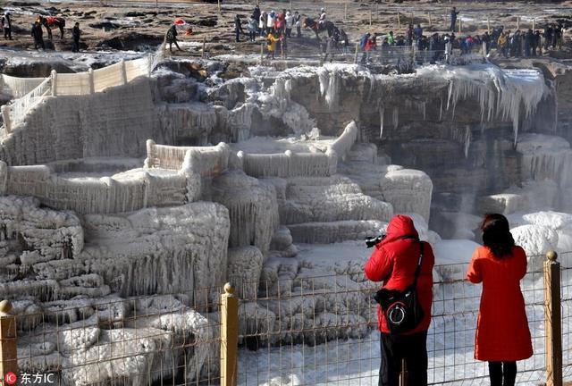黄河壶口瀑布现流凌封河景观 十里龙槽已完全被冰凌覆盖