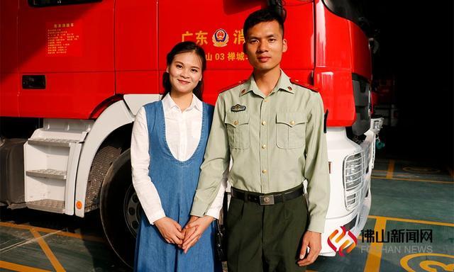 11月9日是全国消防日,亦是佛山禅城消防二中队队长助理(上士)刘建军的29岁生日。这位消防战士,与妻子领证一年尚未举办举办婚礼,因为工作他们的婚期延期了三次。/佛山新闻网张家欣摄。