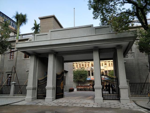 位于汕头市公园路26号的彬园,是两栋具有民国时期建筑风格特色的两层小洋楼。经汕头市政府批准,彬园现已修缮成为汕头警史馆。