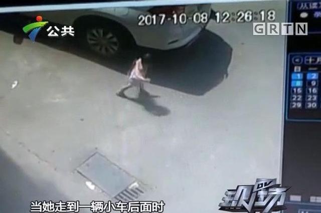 上个月8日中午,刚学会走路没多久的小仪,一个人走在路上,当她走到一辆小车后面时,小车突然起步倒车,撞倒了小仪,左后轮从小仪的后背碾压过去。司机发现后马上下车查看,然后赶紧上车把车移开,将小仪从车轮下抱出。