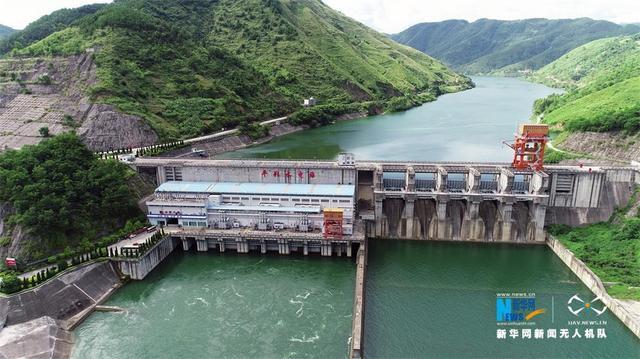 """位于广西与贵州界河——南盘江上的平班水电站,是""""西电东送""""重点工程之一,也是红水河综合利用规划的第三个梯级电站。"""