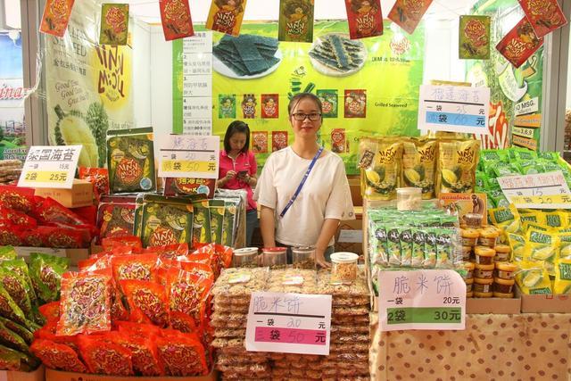 东博会南宁国际会展中心会场将于9月15日对公众开放,不仅可以体验异域风情,还可以把物美价廉的东南亚好物收入囊中,红木、珠宝、榴莲、咖啡……东博会的东南亚商品到底怎么样呢?跟着小浪一起来一探究竟吧!图为泰国零食。