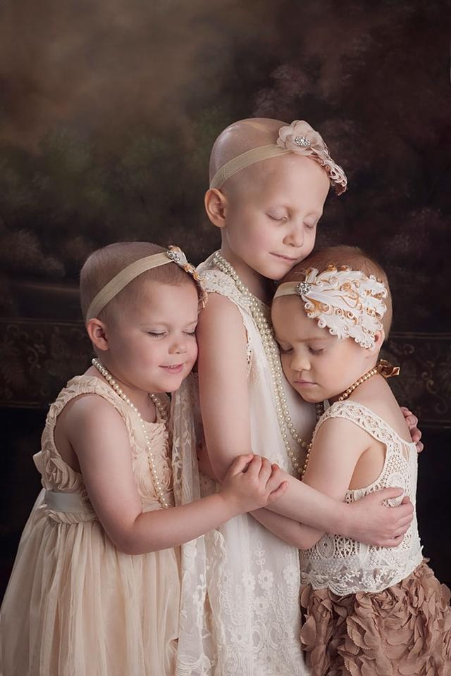摄影师Lora Scantling拍摄了一组三个孩子与癌症战斗的照片。三年后,摄影师又给这三个孩子拍摄了照片,他们看起来比三年前更健康,更活泼。