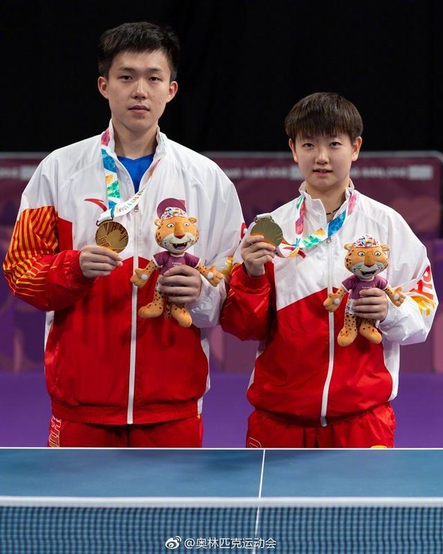 北京时间10月11日消息,2018年布宜诺斯艾利斯青奥会乒乓球比赛产生两枚金牌,王楚钦4比1力克日本的张本智和赢得男子单打金牌,孙颖莎同样是4比1的比分击败日本的平野美宇夺得女子单打金牌。