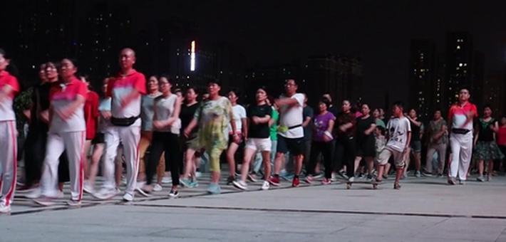 郑州市民组健走团 1小时暴走4公里