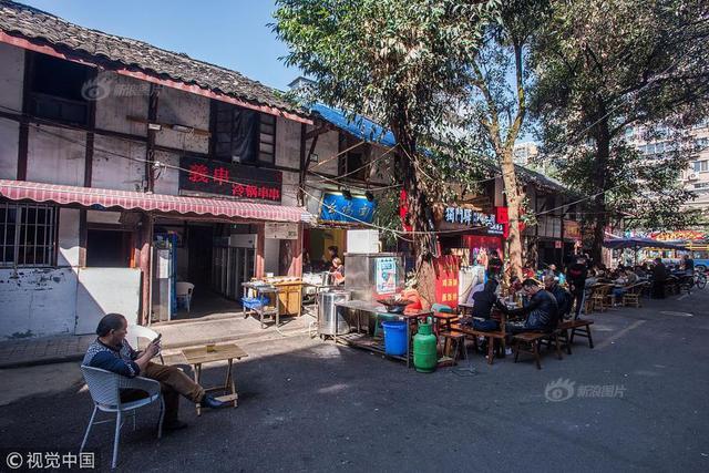 2018年10月31日,四川省成都市,武侯区南河再往南,实拍致民路上的老街——十一街。