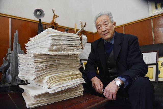 2018年12月5日,江苏南京,79岁王振顺用了5年时间完成手抄四大名著,共328万字,耗费3815张宣纸,被装订成39册。而这一举动仅仅是因为5年前老伴的临终嘱托
