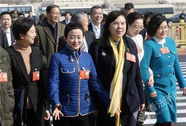 """3月8日是第110个""""3.8""""国际劳动妇女节,她们,在两会中撑起""""半边天""""。"""