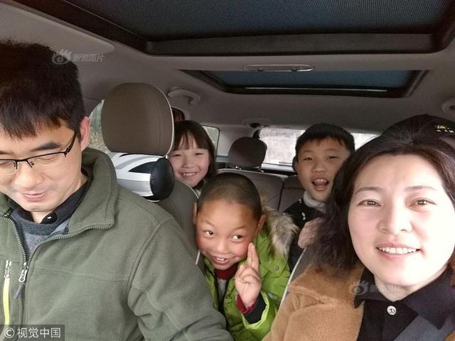 """民工子弟学校衢州龙游北辰小学女教师王开宇和爱人寒假自驾1400多公里,去贵州山区做家访。寒假里,酷爱自驾游的王开宇将目的地定在了有学生的地方,旅游间隙顺便去学生家看看他们的学习生活状况。""""知道了孩子们在大山里的成长环境,更有利于我们和这些孩子的沟通,更利于教学。"""""""