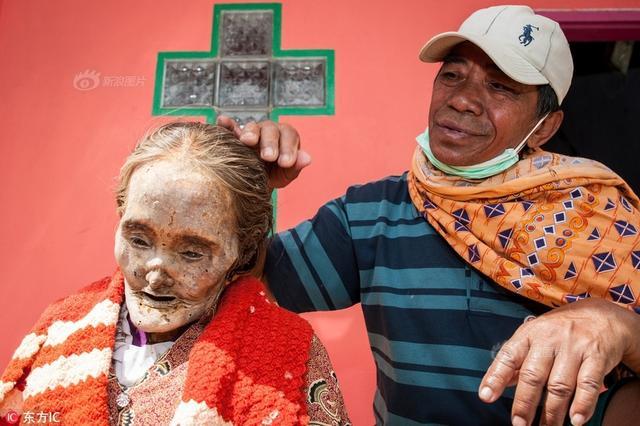 """当地时间2017年9月11日,印尼托拿加,在位于托拿加北部的Panggala村庄,当地人相信""""丧尸""""的存在,因此,每年都会举行数次特殊的仪式。"""