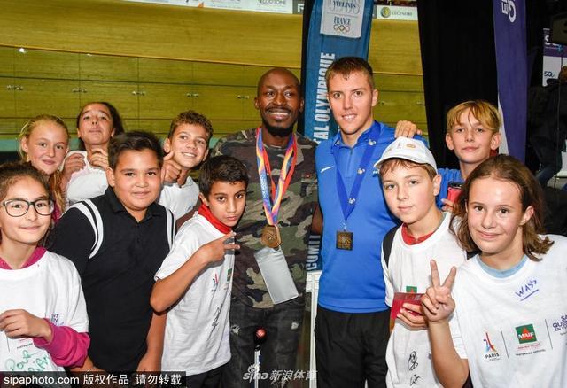 当地时间2017年9月13日,法国巴黎圣康坦-昂伊夫林,圣康坦-昂伊夫林地区举行群众体育活动,庆祝巴黎申奥成功。