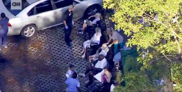 """飓风艾尔玛吹袭美国佛罗里达州,9月13日,一养老院有8名老人疑因停电没有空调而热死。当地政府也发现护老院2楼""""极为闷热"""",并疏散院内其余115名老人。"""
