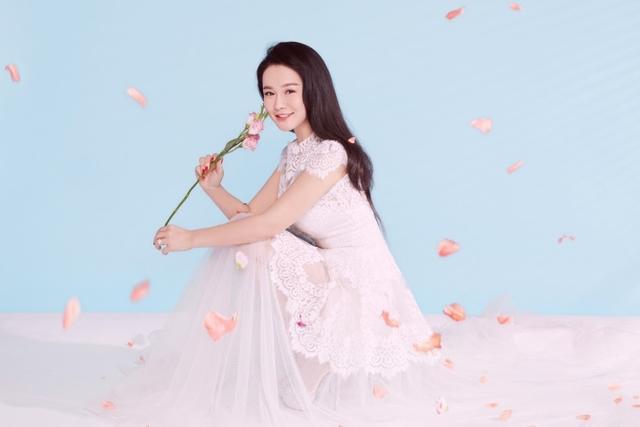 10月9日是冉莹颖的生日,一组写真大片曝光,元气少女还是霸道总裁,造型百变。(@一甲摄影工作室)