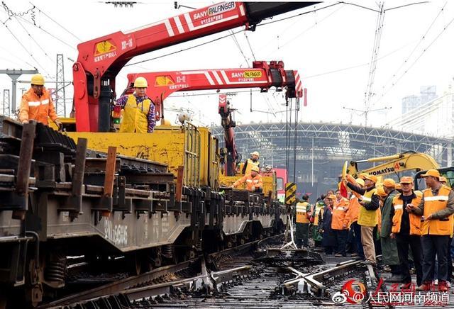 10月10日至11月11日,经过郑州开往北京、重庆、大连、广州、西安、南宁、沈阳、哈尔滨等方向的高铁、普速列车,以及省内邓州、商丘、安阳等方向的普速列车、郑焦城际等列车停运,单日最多停运51列。