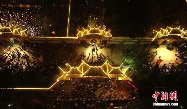 9月9日是农历七月三十,2018西山万寿宫庙会文化节在江西南昌市新建区西山镇举行。 刘占昆 摄