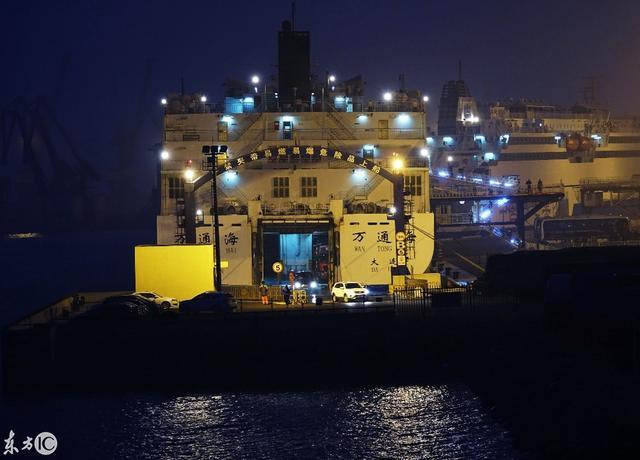 夜幕中的辽宁大连湾新港。