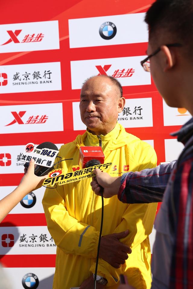 2018年9月9日8时,2018沈阳国际马拉松在沈阳奥体中心激情起跑!沈马不只是一年一度的国际性体育盛会,更是一场全民参与的狂欢节日。新浪辽宁对本次赛事进行了采访报道。