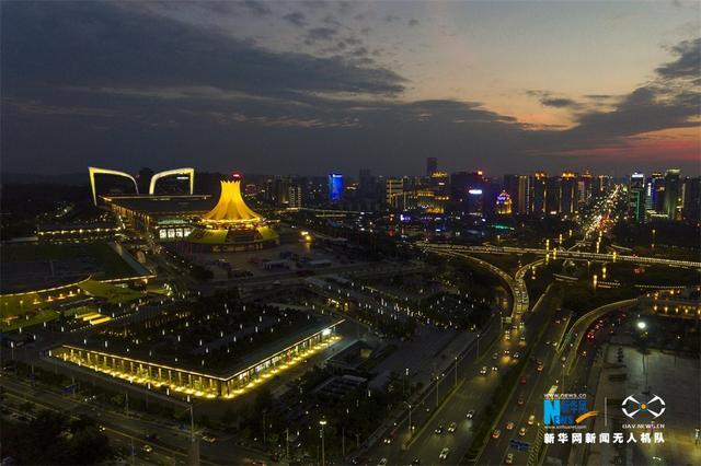 无人机航拍中国—东盟博览会会址夜景。新华网发 韦秀玲 摄