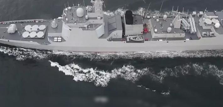 罕见航拍照:中华神盾舰率现代级练实战