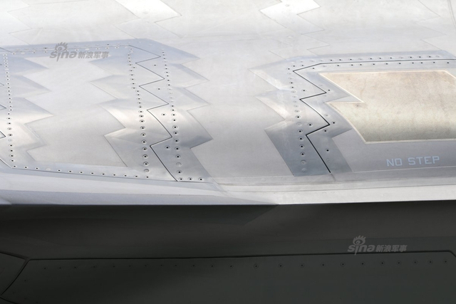 驻日美军岩国基地F-35B战机多处部位高清照曝光,展现了其精湛的制造工艺。(图片鸣谢:彩虹熊_白玮)