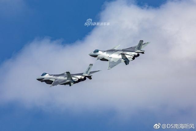 """11月6日,第十二届中国国际航空航天博览会(即""""珠海航展"""")正式拉开帷幕。中国空军歼20战机编队亮相进行了精彩的飞行表演,展示了超强的机动能力。(图片来源:DS南海听风)"""