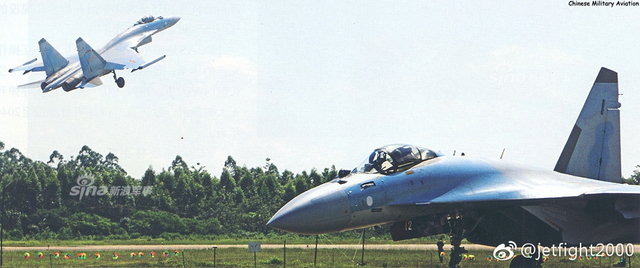6月8日,南部战区空军航空兵某旅苏-35S 61172号战机正准备展开实战化多要素战术课题训练。苏-35战机是俄罗斯在苏-27战机的基础上研制的深度改进型多用途战机,2018年4月,中国空军购自俄罗斯的首批苏-35战机正式入役。(图片来源:jetfight2000  军网英文)