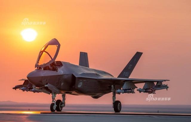 根据《航空家》网站2018年8月9日发布的文章和照片显示,荷兰空军的F-35A战斗机已经进行了野兽模式下的挂载训练。而所谓的野兽模式,就是携带制导炸弹执行近距空军支援任务(CAS)。而且有观点认为,这种模式下的F-35A战斗机将成为炸弹卡车。(图片来源:云上的空母)