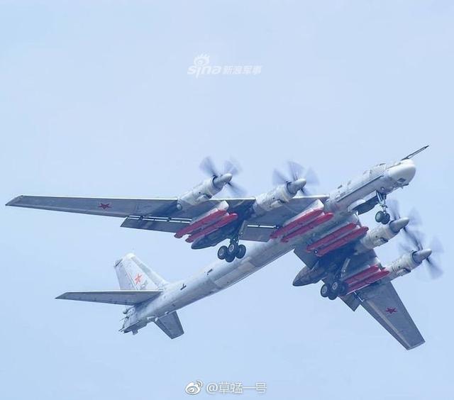 2013年,俄罗斯空军开始升级在役的部分图-95MS至图-95MSM,升级后将能使用新的战略巡航导弹Kh-101,Kh-101导弹拥有特殊的隐身技术,能够将其雷达反射截面积减小到0.01平方米,再加上其采用贴地飞行模式,并改变以往巡航导弹的使用固定航线的弱点,可自主地改变飞行轨迹。2015年11月21日,俄罗斯为了打击在叙利亚的恐怖组织,首次在实战中使用了最新的Kh-101巡航导弹。(图片来源:草蜢一号 电波震长空XYY)