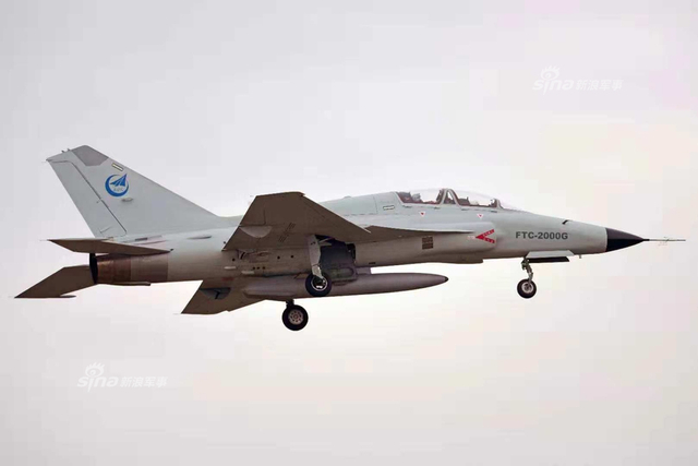 "FTC-2000G""神鹰""多用途战机是中航贵飞在山鹰教练机基础上改进而来的外贸型多用途战机,采用DSI进气道、机翼边条等先进的三代机设计特点。该机最大挂载重量达3吨,配装先进火控雷达,可执行精确对地打击任务。(部分图片来源:bassman1)"
