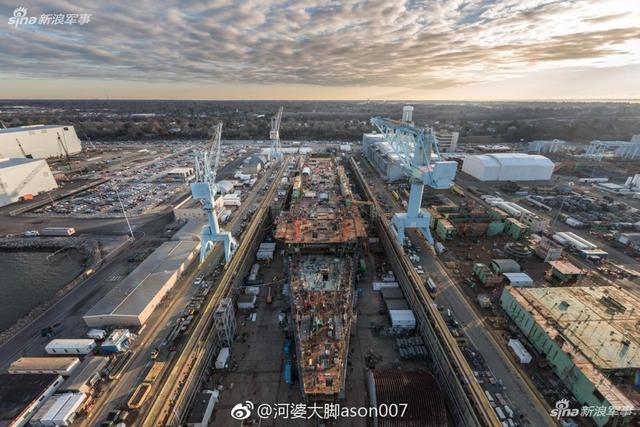 美国最新型核动力航空母舰福特级的二号舰,肯尼迪(CVN 79)号正在亨廷顿重工业所属船厂建造中。由于有了先前福特号的建造经验,肯尼迪号的建造进度要更快,成本也大幅下降。(图片来源:河婆大脚ason007 )