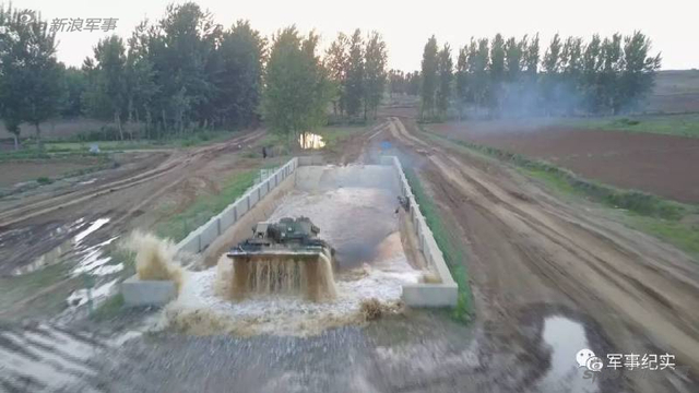 """陆军83集团军某旅为备战俄罗斯国际军事竞赛""""修理营""""项目,组织各单位骨干精英开始了紧张火热的赛前集训考核。"""