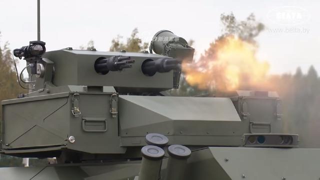 俄罗斯最新型作战机器人。目前战斗机器人已在俄罗斯部队广泛的装备,并且在俄罗斯的一些局部战争中获得了使用。
