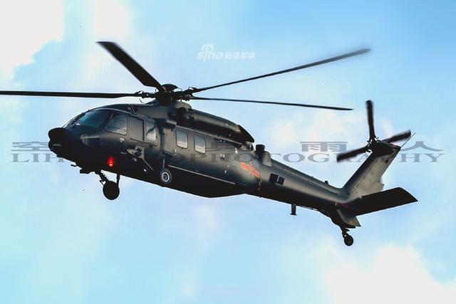 近日网友再次曝光堪称中国目前最神秘的一款直升机直20的高清图片。作为一款通用运输直升机,直20机身上配备了功能较为完善的通讯,自卫和观瞄系统,具备了较强的战场生存能力和环境适应能力。(来源:空骑兵雨人)