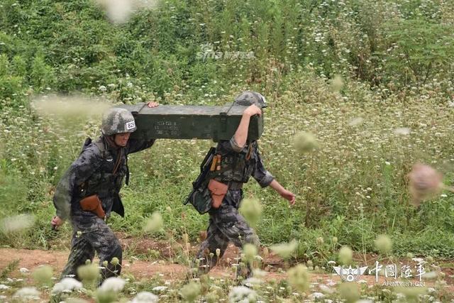 此次军事技能比武竞赛,共有370名学员组成的37支代表队参赛,以战斗班组遂行特定作战任务为背景连贯实施,
