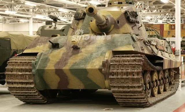 我们仔细发现二战中德国很多坦克的外形都十分粗糙,其实这是德国敷设了一种特殊防磁材料制成的涂层;它主要有钡,锌,赭石,聚醋酸乙烯酯等材料构成,主要用于对付磁性反坦克炸弹。(鼎盛军事)
