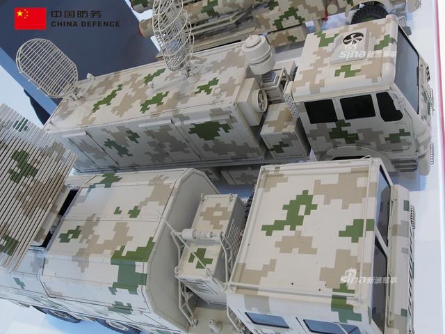 天龙50防空导弹,是中国北方工业公司研制的一款系统中程导弹系统,主要用于保护重要目标防范空中打击。 据称马来西亚已经有意购买。(新浪军事独家拍摄,全网首发)