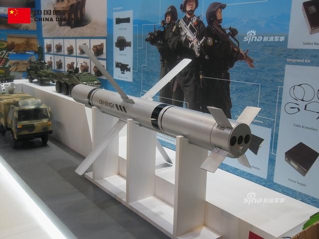 在马来西亚防务上,中国保利展台上出现了武器激光反无人机,CM-501制导导弹,轮式装甲车,无人舰艇,巡逻艇等主力装备。(新浪军事独家拍摄,全网首发)
