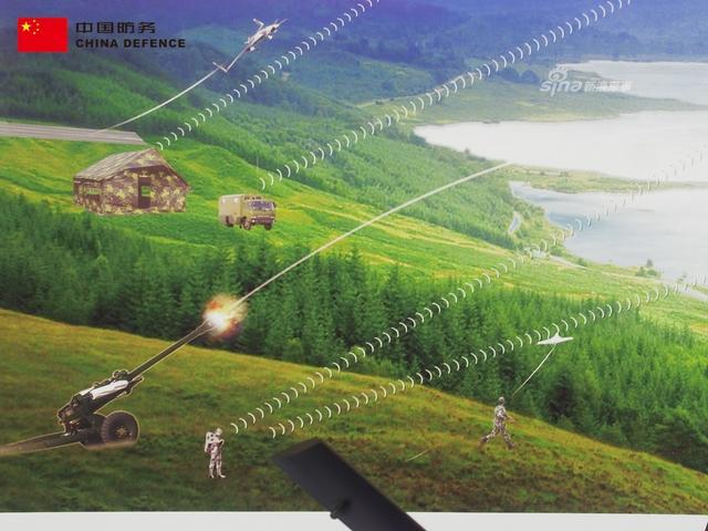 在本届的马来西亚国际防务展上,中国长征国际展出了一副趣味宣传画,画上展示了中国彩虹系列无人机通力合作打击敌军装甲部队的画面。(新浪军事独家拍摄,全网首发)