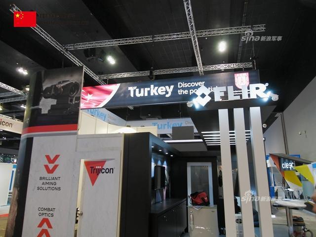 土耳其现在到处推销T-300火箭炮,这款火炮原型就是中国卫士-1远程火箭炮,现在反被土耳其山寨了到处推销。(新浪军事独家拍摄,全网首发)
