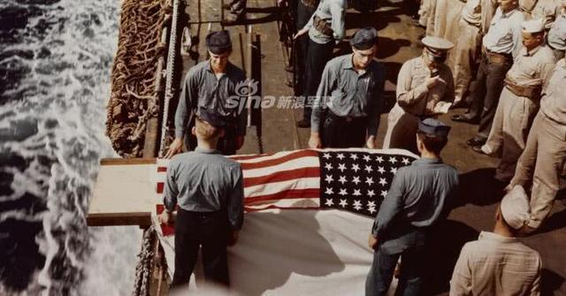 海葬这可能看起来是一种过时的做法,但与以往不同的是,它现在是一种荣耀;在美国海军所有现役军人,退役和退伍的军人,军事海运司令部的海事人员和以上所有人员的家属才有资格享受这一崇高的荣誉。(鼎盛军事)